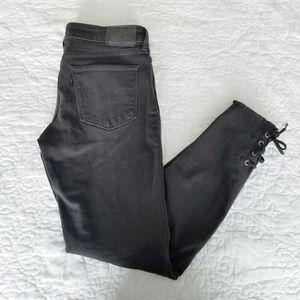 Levi's | 711 Skinny Raw Hem Lace Up Black Denim